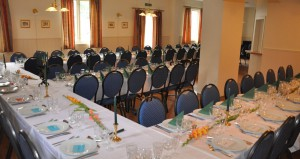Spisesalen er dekket for selskap
